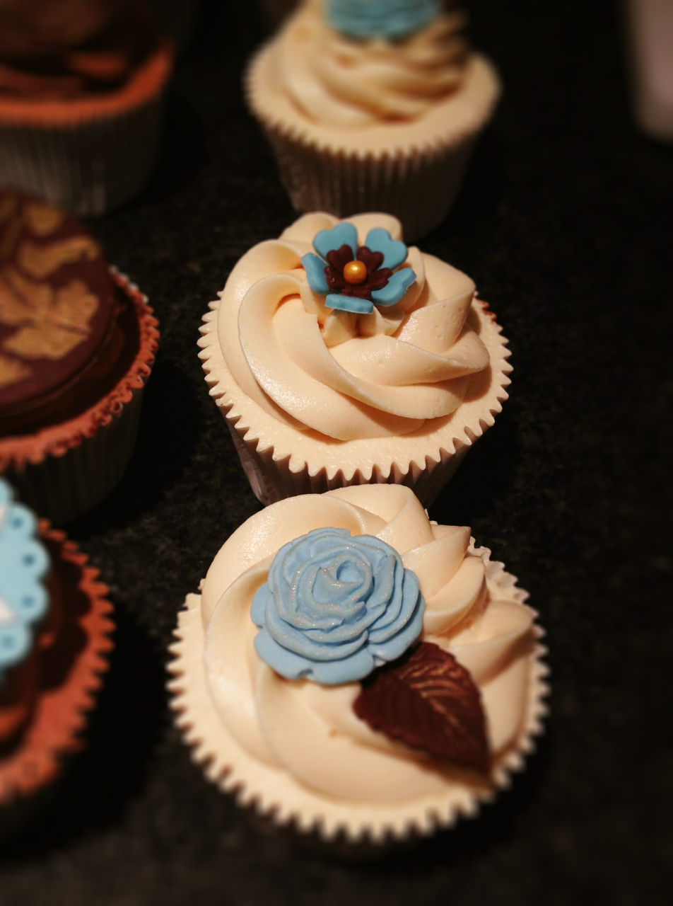 chocolate-and-blue-cupcakes
