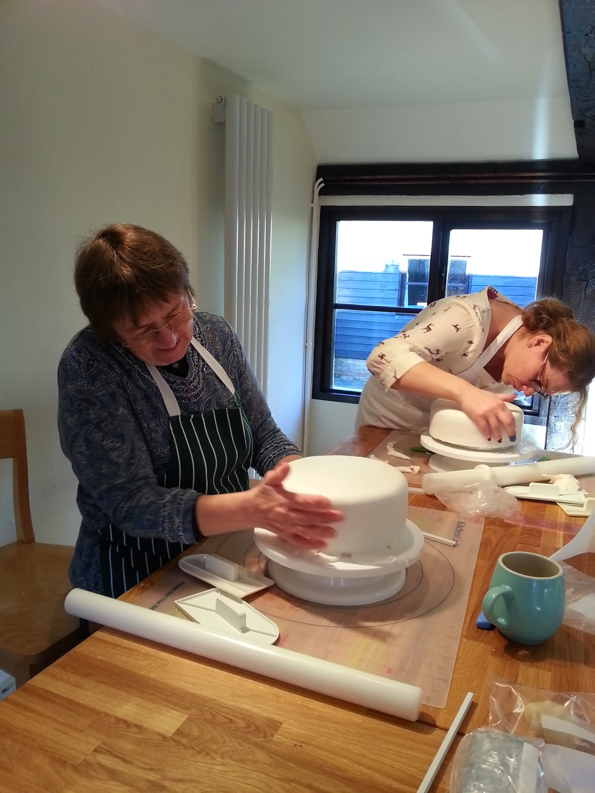 pat-and-claire-sugarpaste