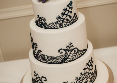 big-day-productions_flossiepopscakery_lisianthus-and-black-lace-wedding-cake-full