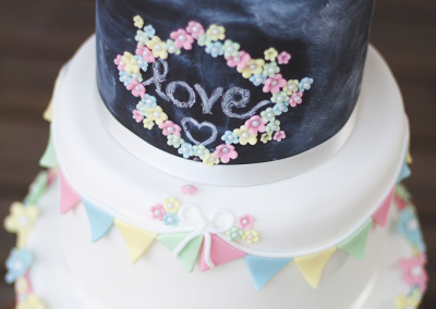 florence-berry-photography_flossiepops_chalkboard-wedding-cake