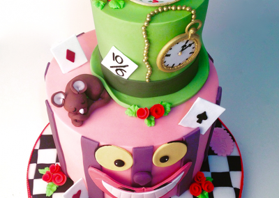 flossiepops_alice-in-wonderland-cake