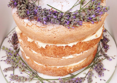 flossiepops_lavender-naked-wedding-cake