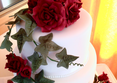 flossiepops_red-rose-wedding-cake