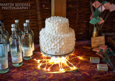 martin-beddall-photography_flossiepopscakery_white-flowers-wedding-cake