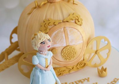 FlossiePops_Cinderella Carriage Cake