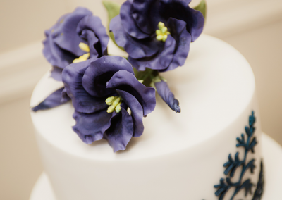 big-day-productions_flossiepops_lisianthus-and-black-lace-wedding-cake