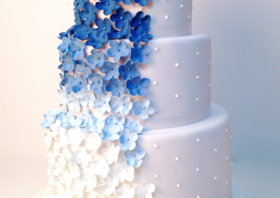 flossiepops_blue-ombre-flower-wedding-cake