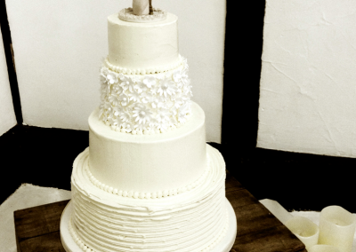 flossiepops_buttercream-wedding-cake