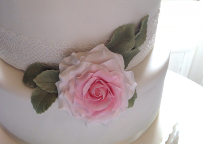 flossiepops_vintage-rose-wedding-cake